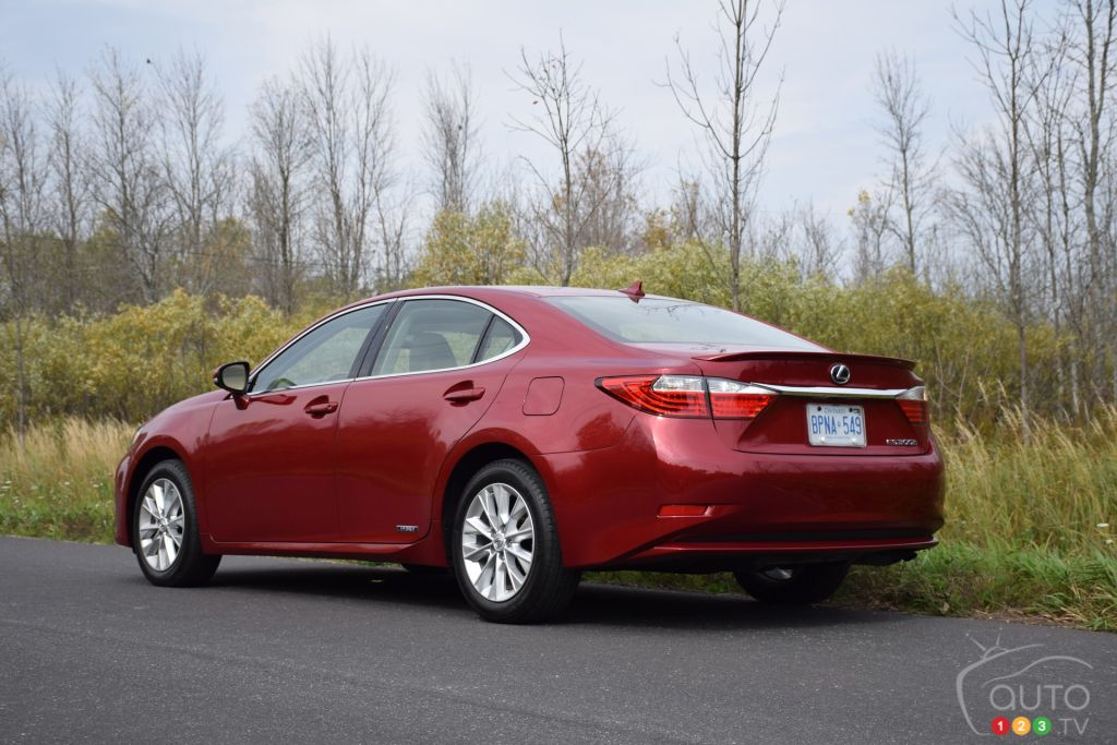 2015 Lexus ES 300h Review Editor's Review | Car Reviews ...