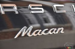2017 Porsche Macan model badge