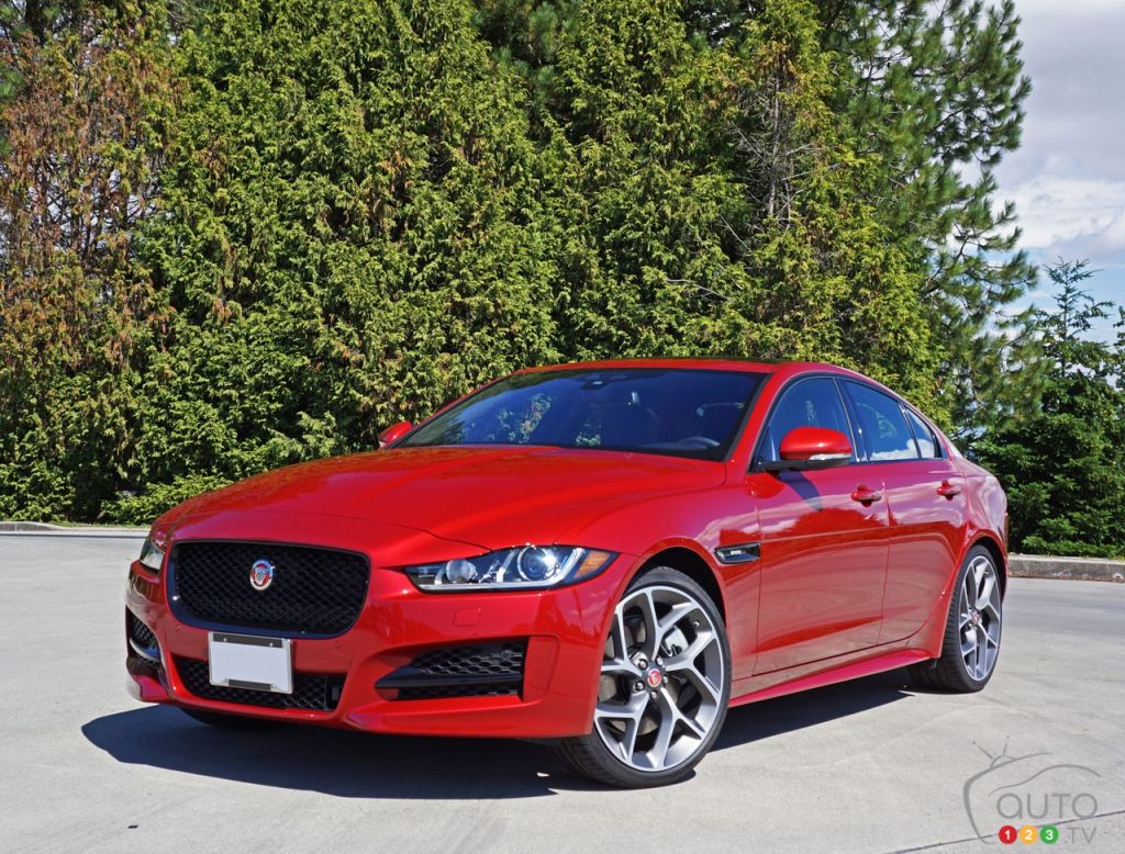 2017 jaguar xe 35t r sport review car news auto123. Black Bedroom Furniture Sets. Home Design Ideas