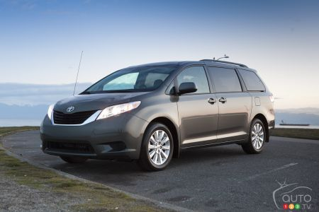 2011 Toyota Sienna pictures