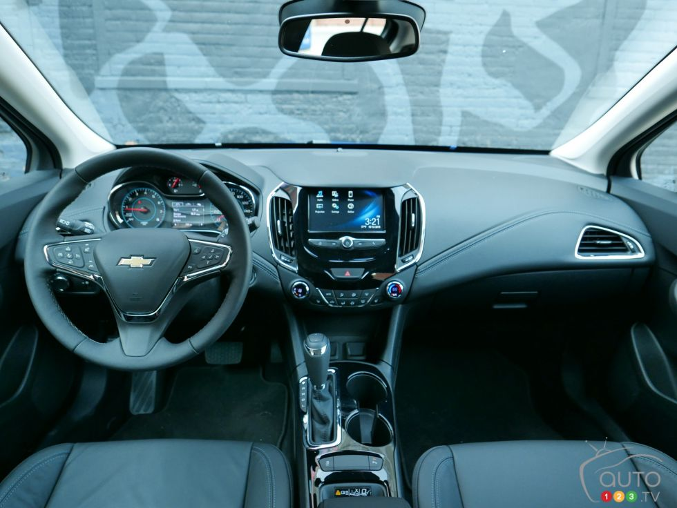 Chevy Dealer Tucson >> 2017 Chevrolet Cruze Hatchback pictures | Photo 4 of 15 ...