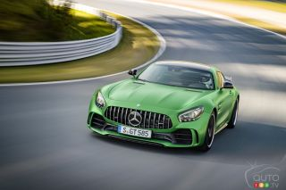 2017 Mercedes-AMG GT R pictures