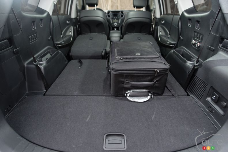 photos de la hyundai santa fe xl awd 2015 auto123. Black Bedroom Furniture Sets. Home Design Ideas