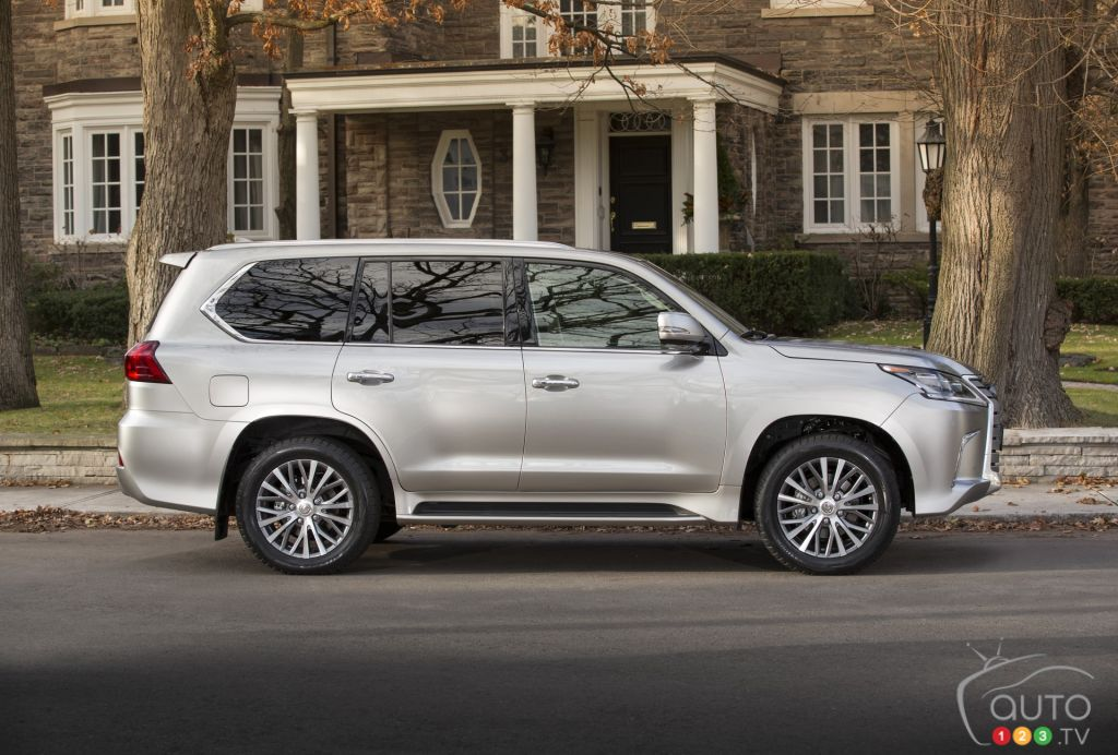 2016 lexus lx 570 first drive car reviews auto123. Black Bedroom Furniture Sets. Home Design Ideas