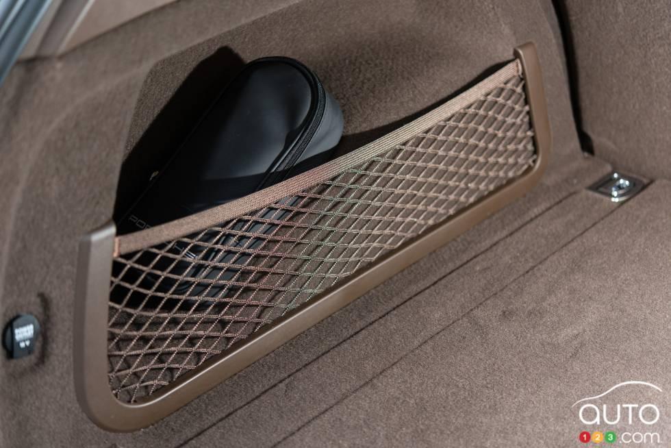 photos de la porsche cayenne turbo s 2016 photo 34 de 63 auto123. Black Bedroom Furniture Sets. Home Design Ideas
