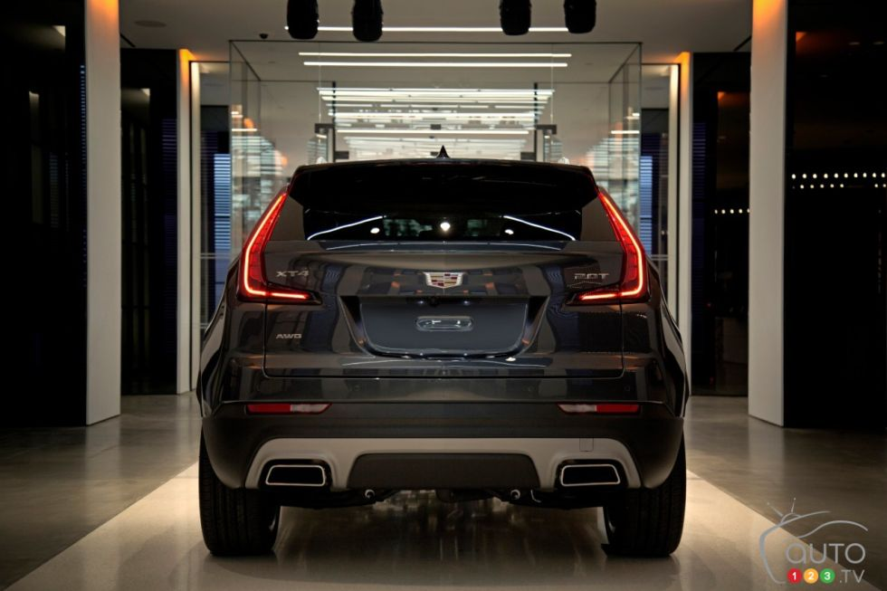New 2019 Cadillac Xt4 Compact Suv Debuts In New York Auto123