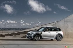 Side view of the Mini Countryman e