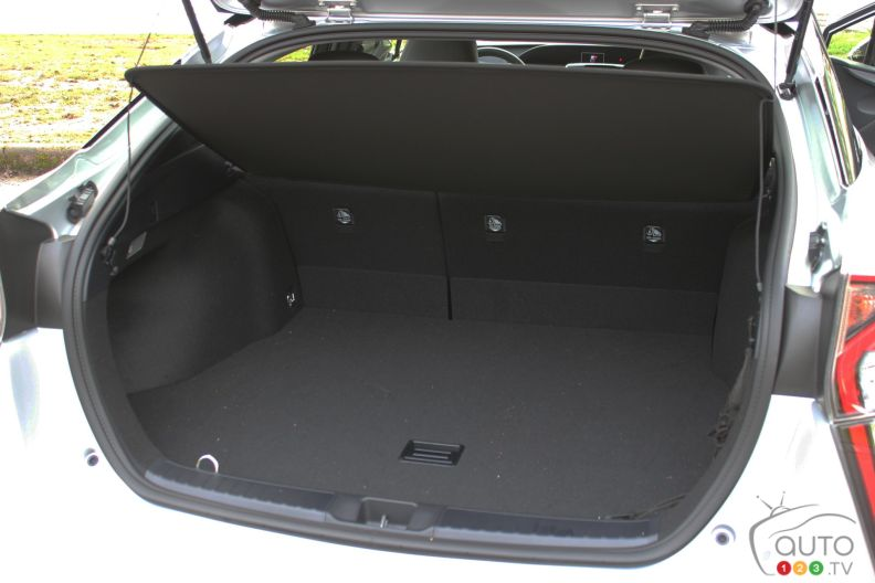 photos de la toyota prius 2016 photo 19 de 32 auto123. Black Bedroom Furniture Sets. Home Design Ideas