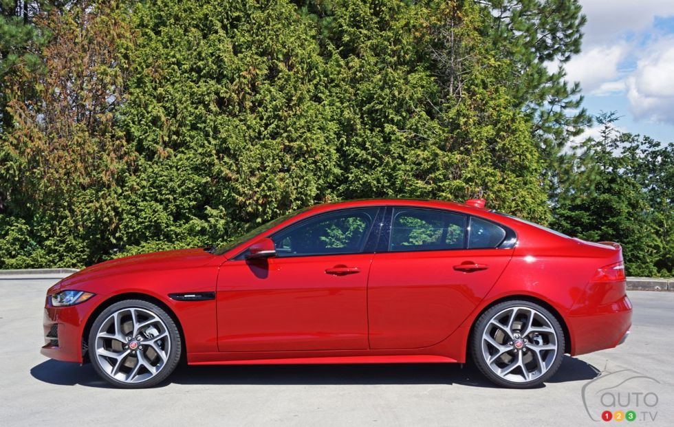photos de la jaguar xe 35t awd r sport 2017 photo 20 de 44 auto123. Black Bedroom Furniture Sets. Home Design Ideas