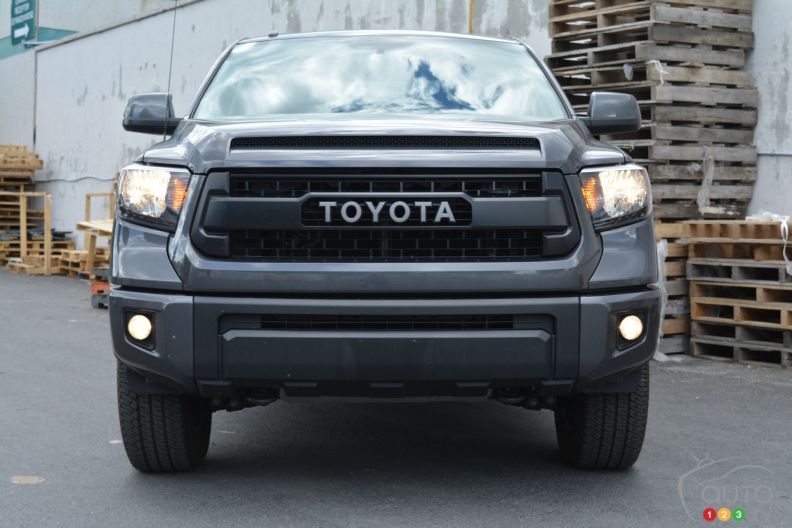 2016 toyota tundra trd pro pictures auto123. Black Bedroom Furniture Sets. Home Design Ideas