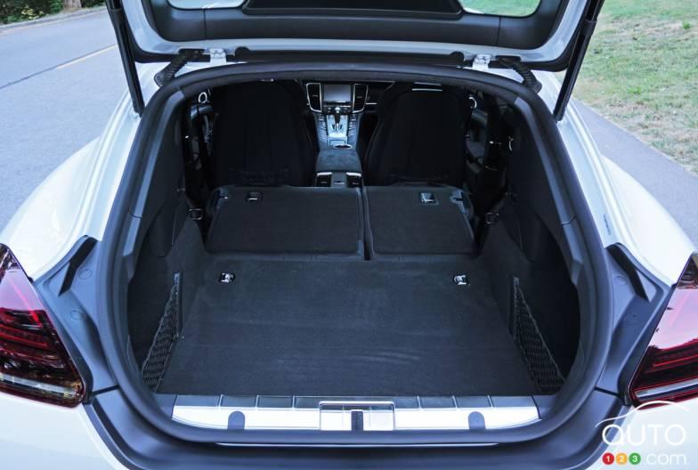 photos de la porsche panamera gts 2016 auto123. Black Bedroom Furniture Sets. Home Design Ideas