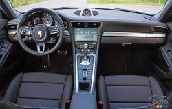 2017 Porsche 911 Carrera 4s dashboard